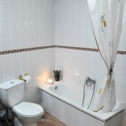 Baño apartamento doble Ruralguejar