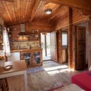 Salón cocina cabaña Mulhacén